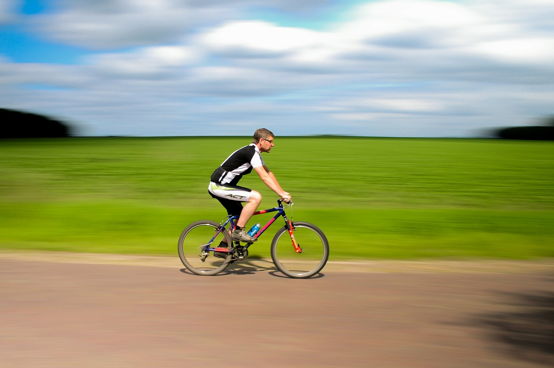 Čo by nemalo chýbať vo výbave žiadneho cyklistu