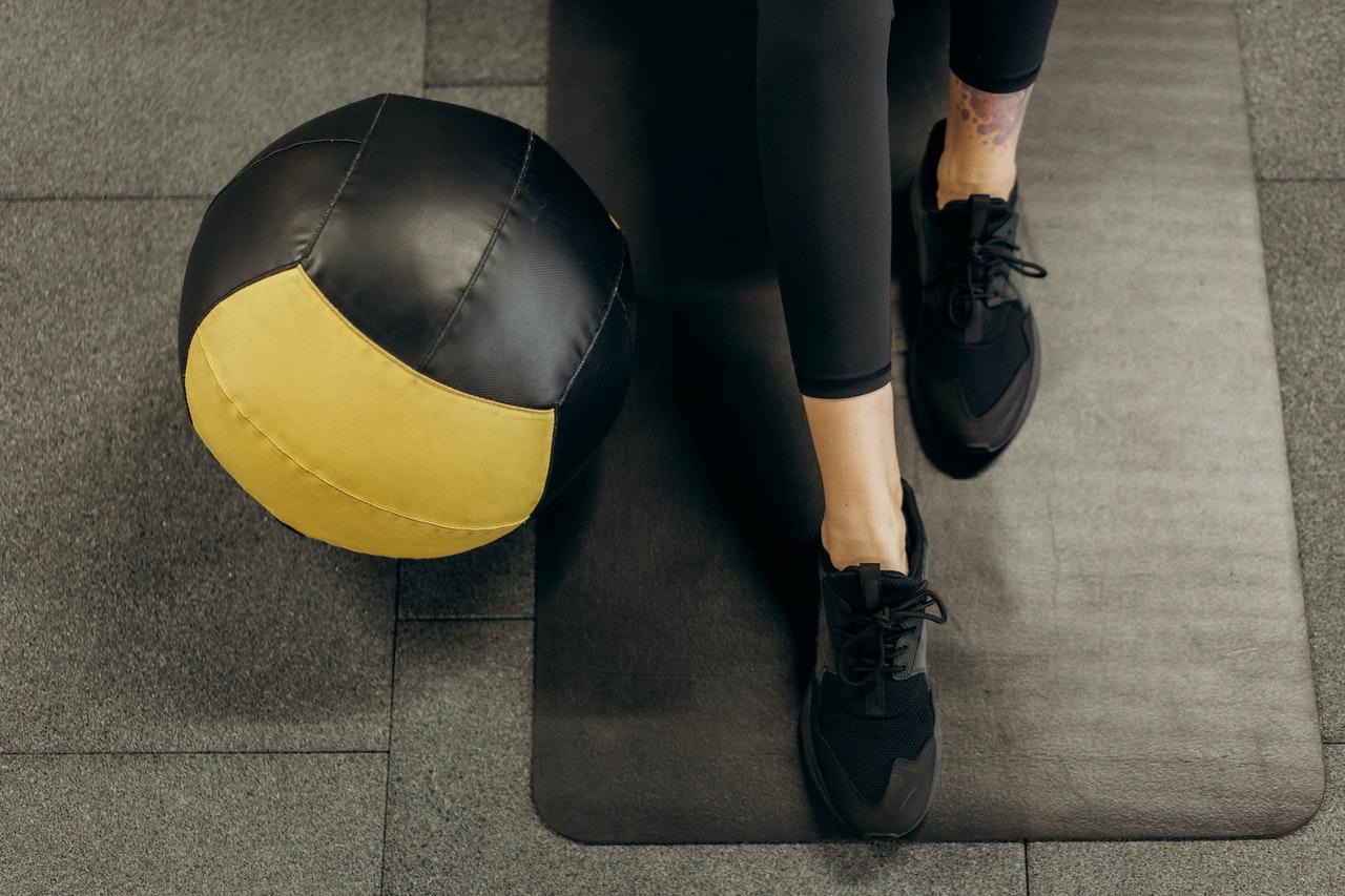 Ako sa aj napriek izolácii a zatvoreným fitness centrám udržať vo forme?